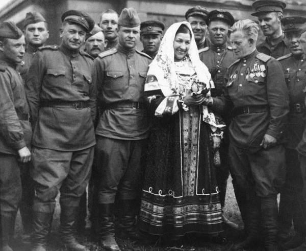 Лидия-Русланова-народная-певица-Биография-и-творчество-4