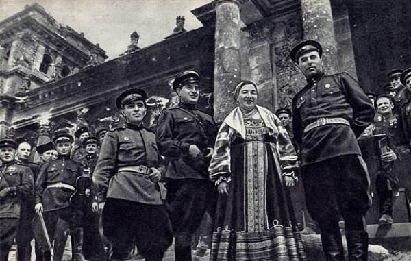 Лидия-Русланова-народная-певица-Биография-и-творчество-5