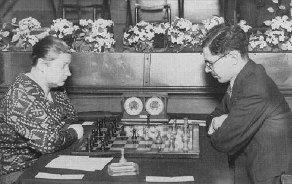 Первая-в-мире-чемпионка-по-шахматам-Вера-Менчик-Биография-и-жизненный-путь-1
