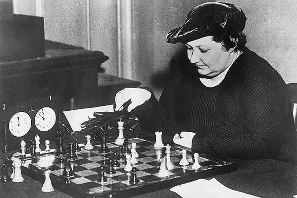 Первая-в-мире-чемпионка-по-шахматам-Вера-Менчик-Биография-и-жизненный-путь-2