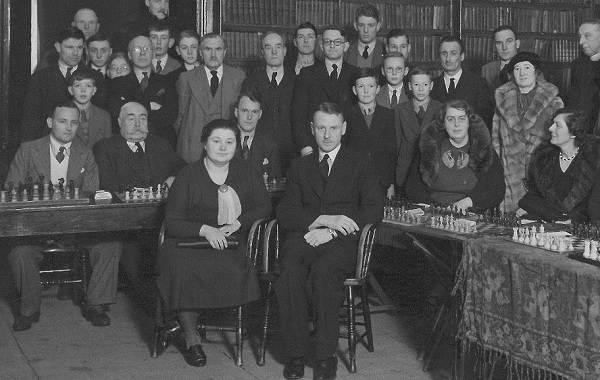 Первая-в-мире-чемпионка-по-шахматам-Вера-Менчик-Биография-и-жизненный-путь-4
