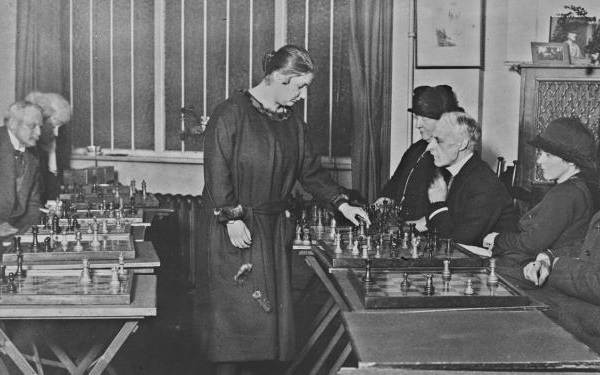 Первая-в-мире-чемпионка-по-шахматам-Вера-Менчик-Биография-и-жизненный-путь-7